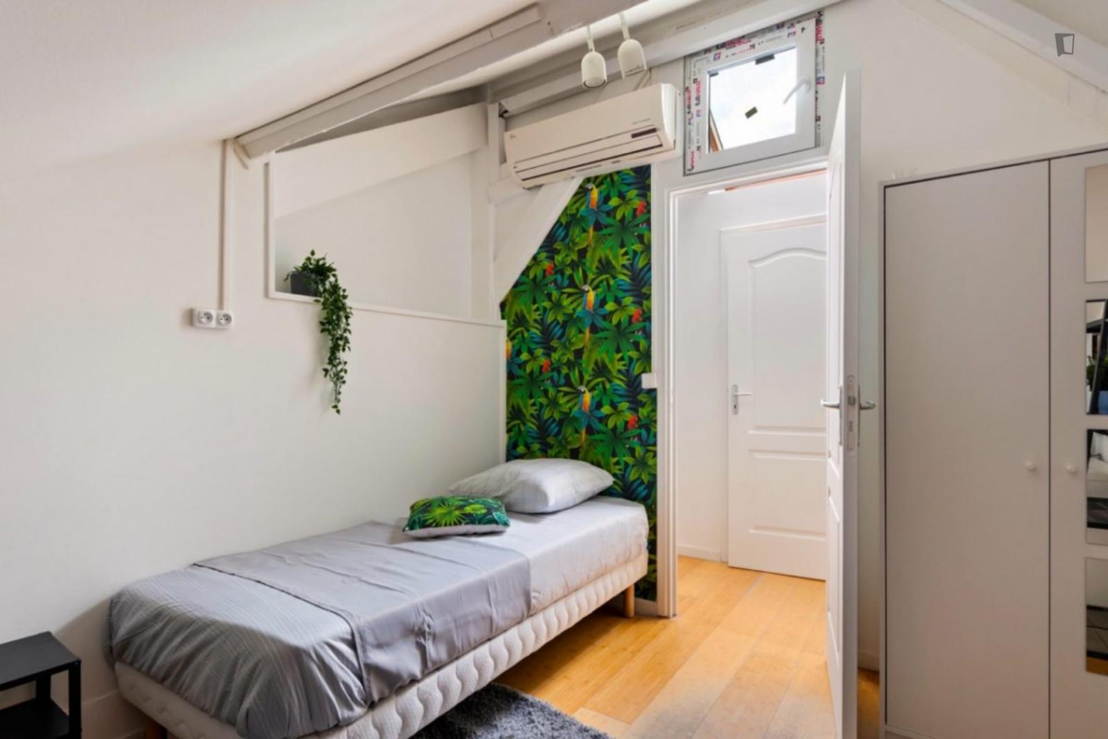Rue Victor Hugo, Ivry-sur-Seine, FR-94 - 500 EUR/ month