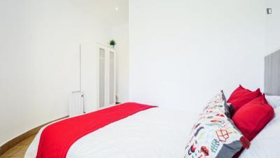 Cool double bedroom in a 5-bedroom apartment near El Clot - Aragó train station