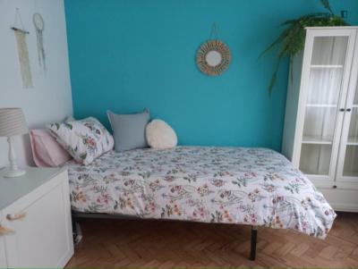 Welcoming single bedroom in Almada