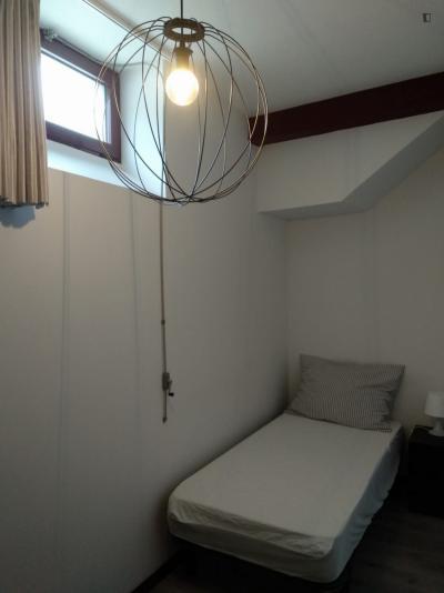 Single bedroom in a student flat, in Paranhos