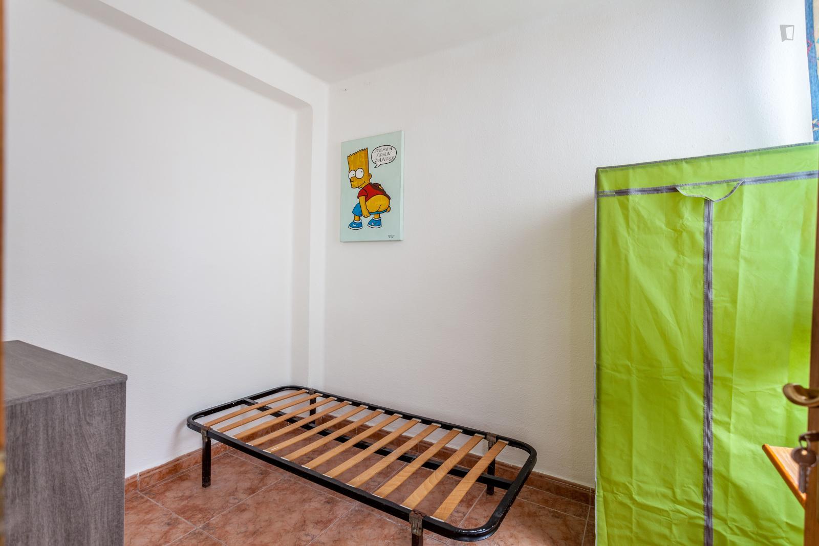 Carrer Parque Nazaret, VALENCIA, AZ - 150 USD/ month