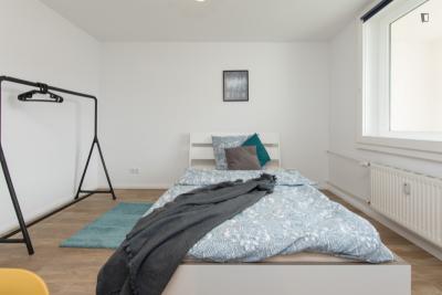 Comfy double bedroom in a 5-bedroom apartment near U Scharnweberstraße metro station