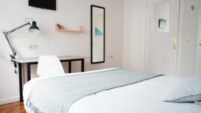 Cozy double bedroom near calle Fuencarral