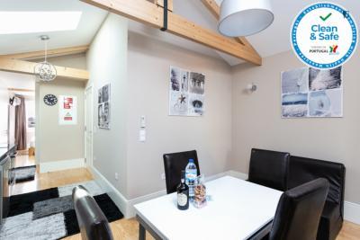 Black and White 4 - Bright 2-bedroom apartment in Cedofeita