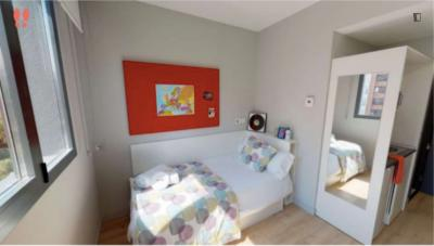 Bright single bedroom in a nice residence near Vicente Aleixandre metro stop