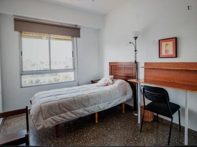Beautiful single bedroom in a 5-bedroom apartment near Estació de Túria