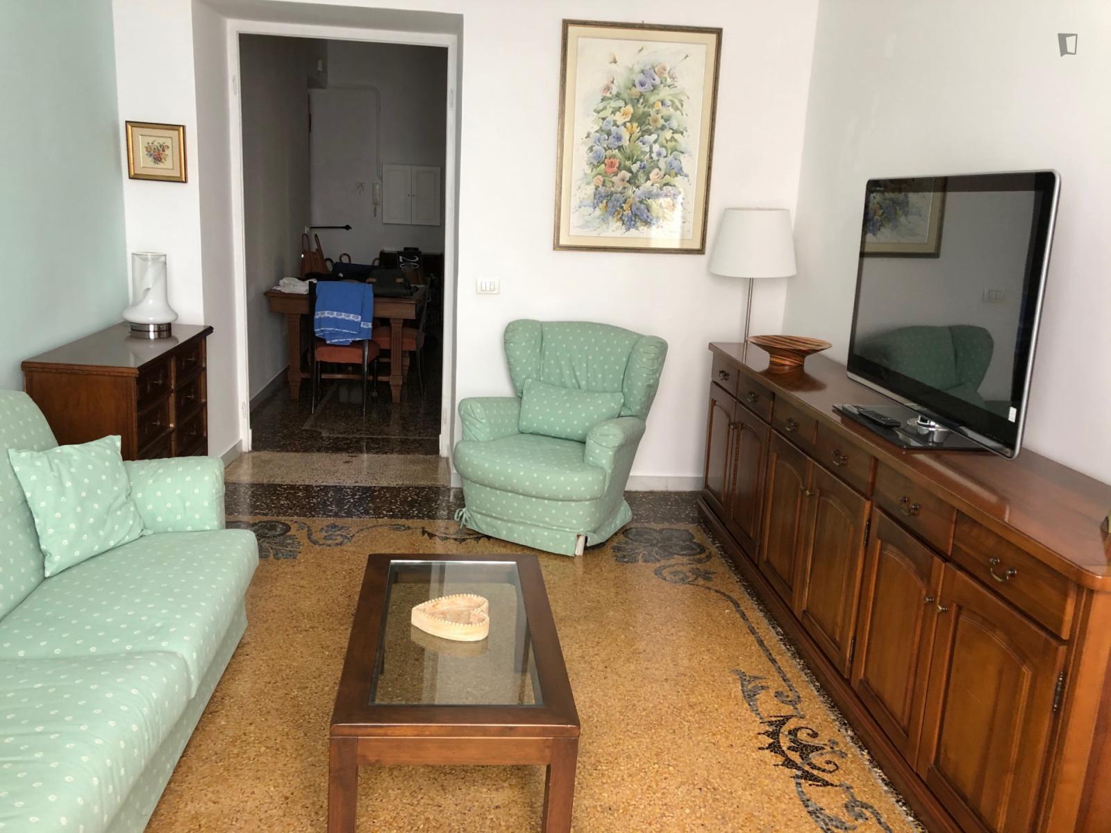 Via Sampierdarena, Genoa, NV - 1,200 USD/ month