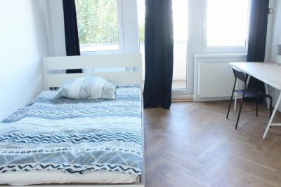 Single bedroom with a balcony in a 5-bedroom apartment