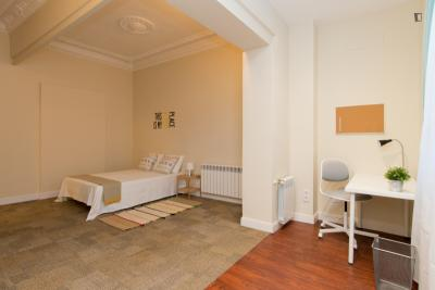 Cute double bedroom near Ventas metro station