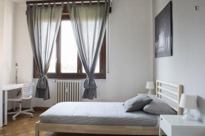 Single bed in a twin bedroom, not too far from Bisceglie