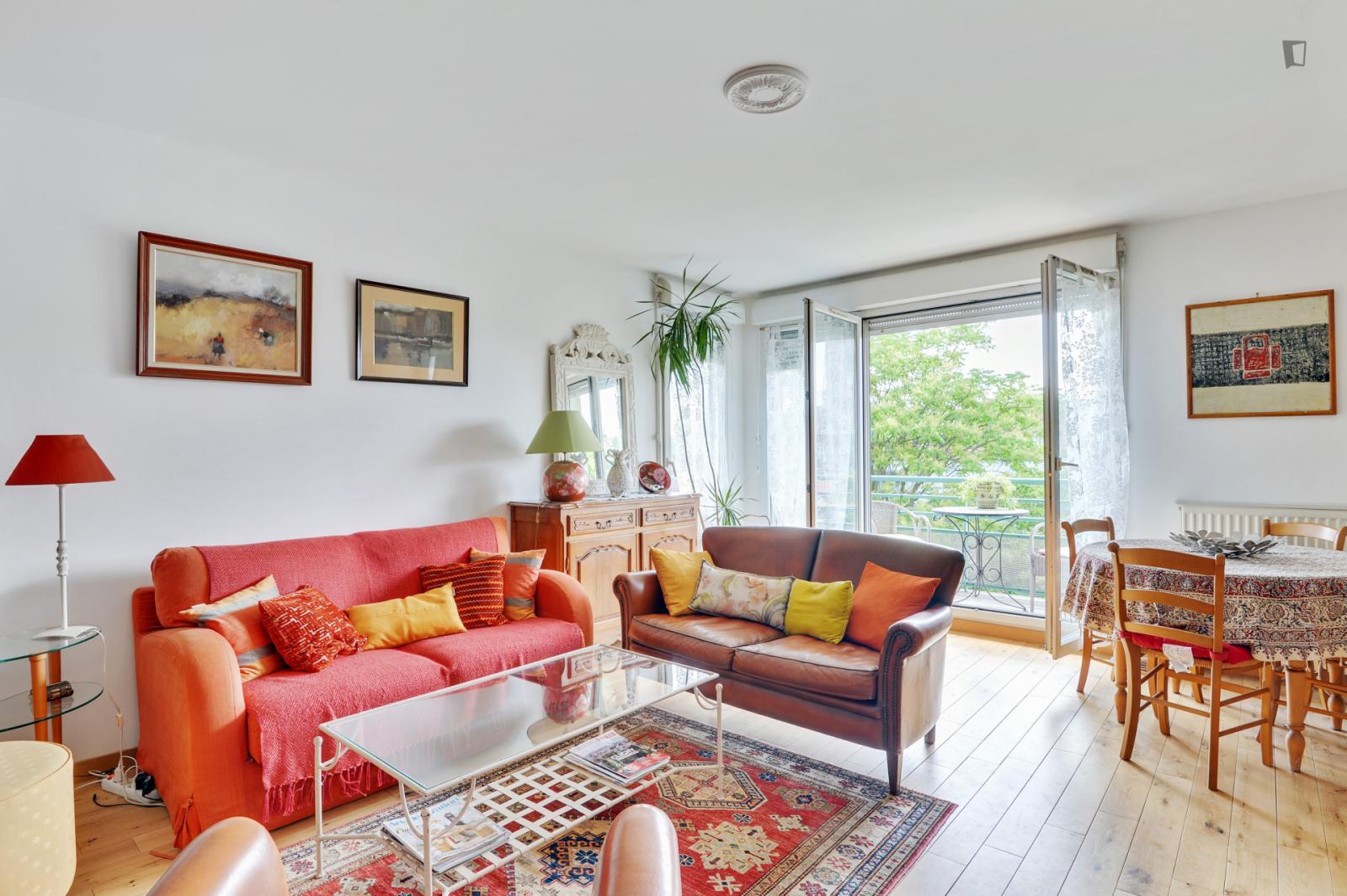 Avenue Claude Debussy, Clichy, FR-92 - 1,200 EUR/ month