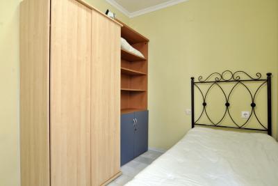 Mooie slaapkamer in een 4-kamer appartement in de buurt van Universidad Laboral