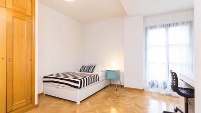 Einzelzimmer in einer 4-Zimmer-Wohnung in Castillejos, in der Nähe von U-Bahn Station Tetuán