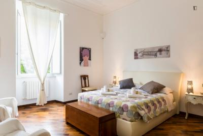 Lovely 4-bedroom apartment near Ottaviano metro station