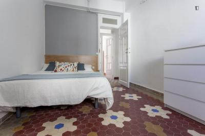 Awesome double bedroom in Russafa