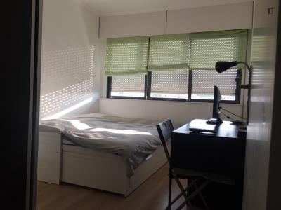 Comfortable bedroom next to Cidade Universitária