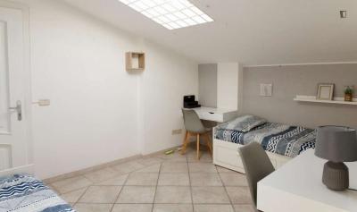 Stanza con diversi letti con bagno privato in un appartamento di 4 stanze ref 145176 250 roma - Stanza con bagno privato roma ...