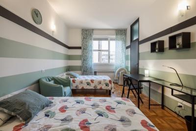 Singola in stanza con diversi letti con bagno privato in un appartamento di 2 stanze ref - Singola con bagno privato milano ...