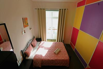 Bright double bedroom next to Rossio metro station