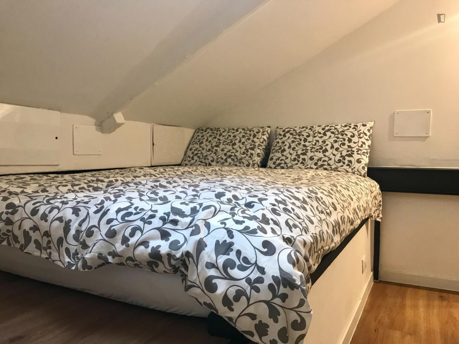 Via Gaspare Spontini, Turin, NY - 560 USD/ month