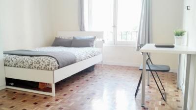 Welcoming double bedroom near Universidad Pontificia Comillas ICAI-ICADE