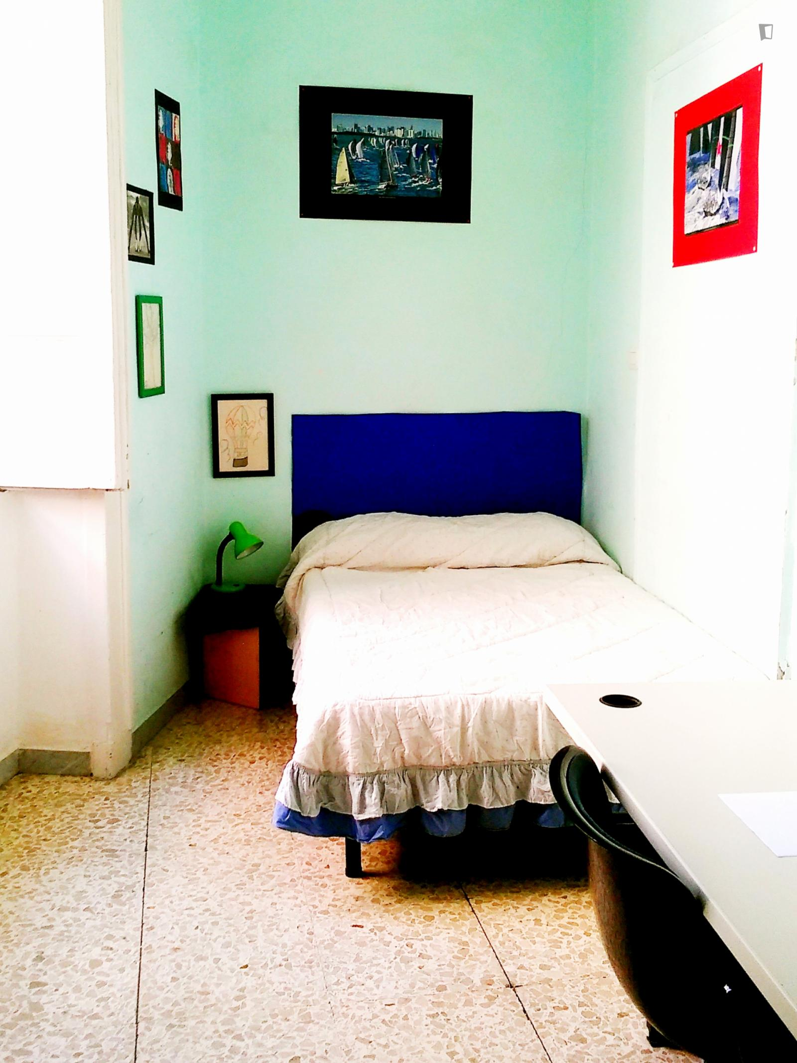 Vicoletto Crociferi, Naples, UT - 350 USD/ month