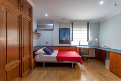Posh and cool double bedroom close to Universitat de València