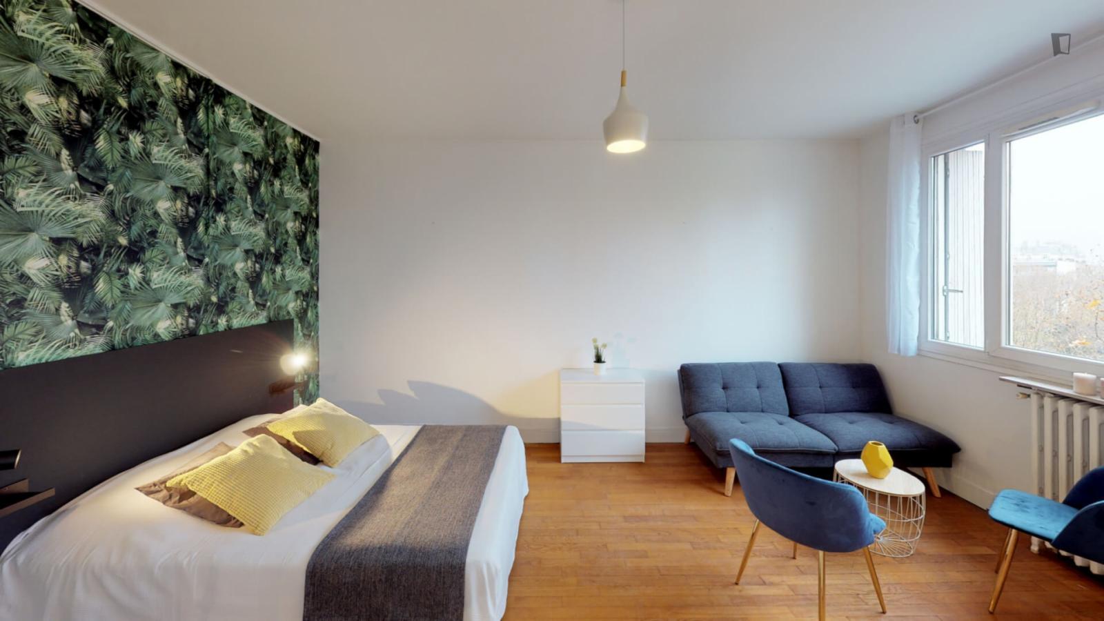 Boulevard de Dixmude, 17th arrondissement of Paris, FR-75 - 983 EUR/ month
