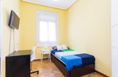 Snug single bedroom close to Canal metro station