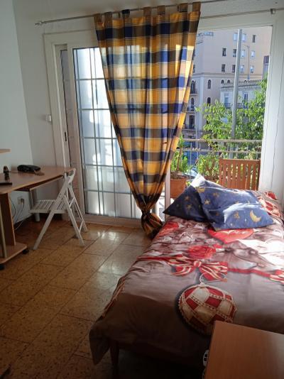 Single bedroom, with a balcony, near the Collblanc metro