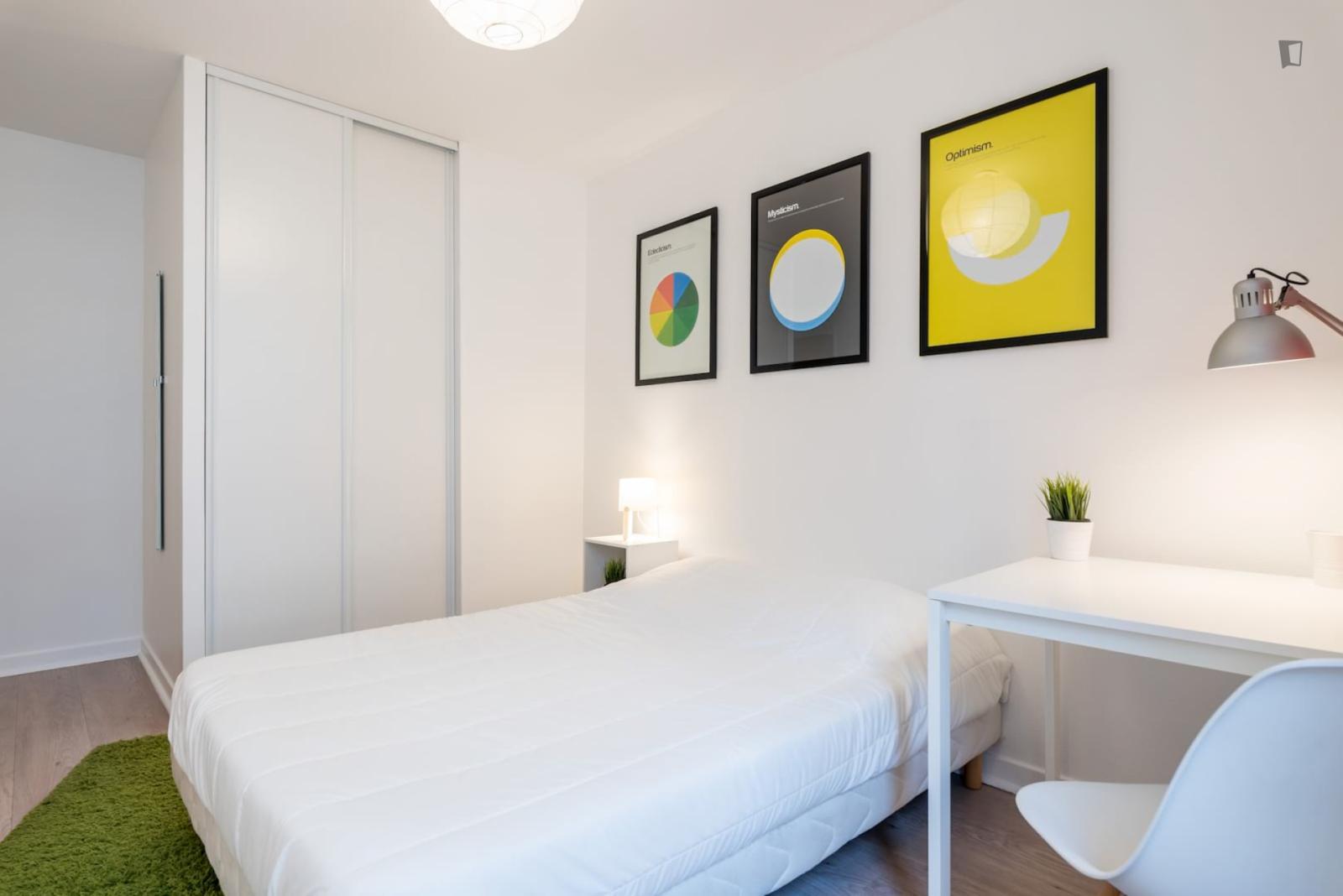 Rue Cavenne, Lyon, MS - 558 USD/ month