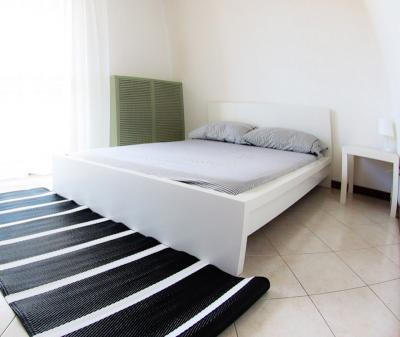 Double bedroom in a 4-bedroom flat near Gambara metro station