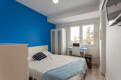 Nice double bedroom close to Burjassot Metro