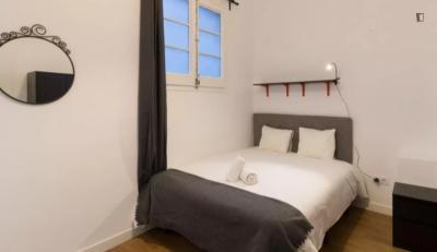 Cosy double bedroom in Sant Gervasi - Galvany