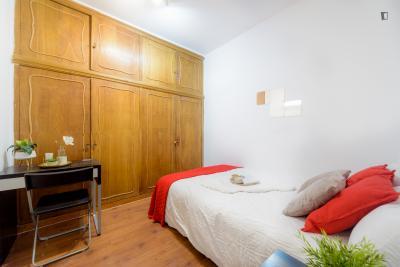 Single bedroom in 8-bedroom flat in La Latina