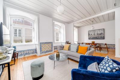 Historical 3 bedroom apartment in the downtown
