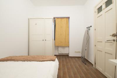 Comfortable single bedroom in a 3-bedroom apartment in Trafalgar