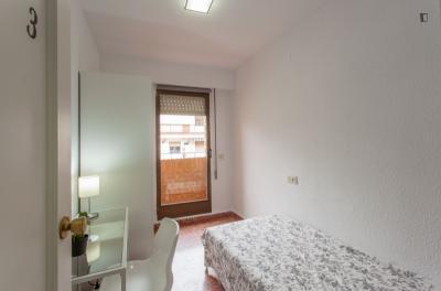 Inviting single bedroom with balcony, not far from Universitat de València
