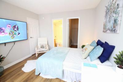 Fantastic double ensuite bedroom, in a residence near Wall Street metro station