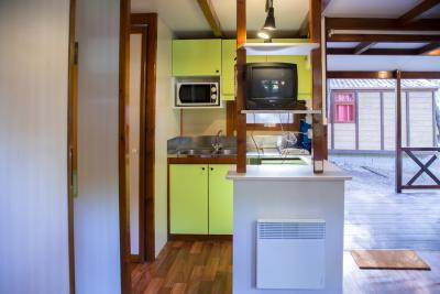 Homely 3-bedroom bungalow, part of a camping resort in Alfragide