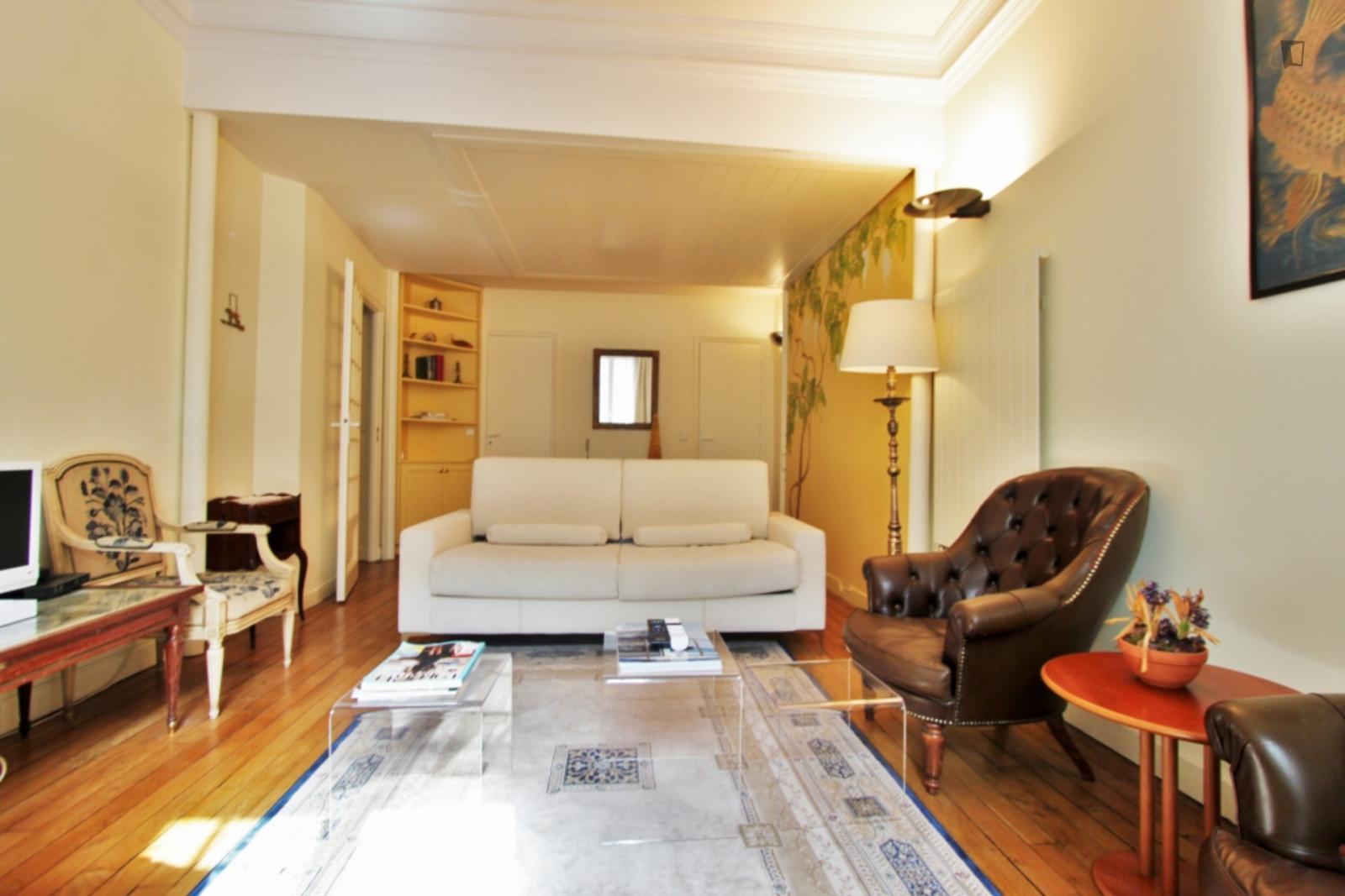 Avenue de la Motte-Picquet, 7th arrondissement of Paris, FR-75 - 1,407 EUR/ month