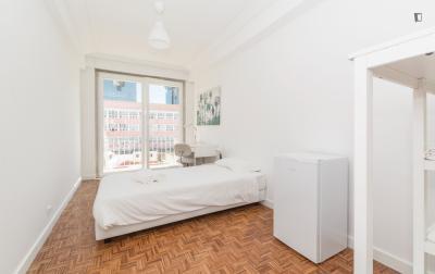 Sunny single ensuite bedroom in Campolide
