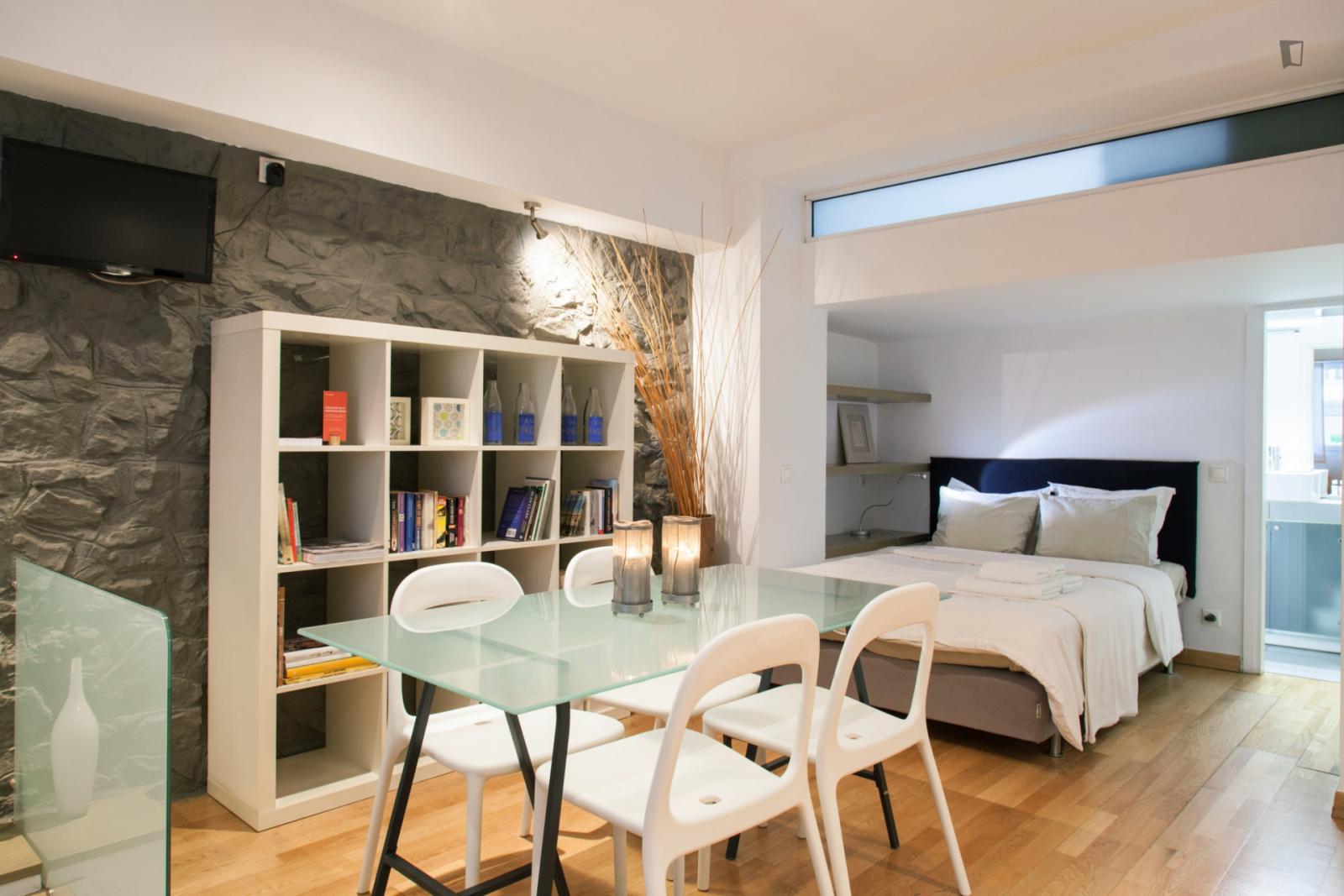 Mavromichali street, Athens, GR-I - 780 EUR/ month