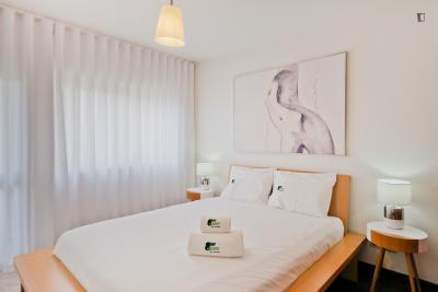 Spacious and elegant apartment in Picoas