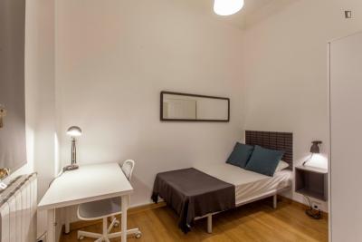 Comfy single bedroom in a 6-bedroom flat, in Russafa