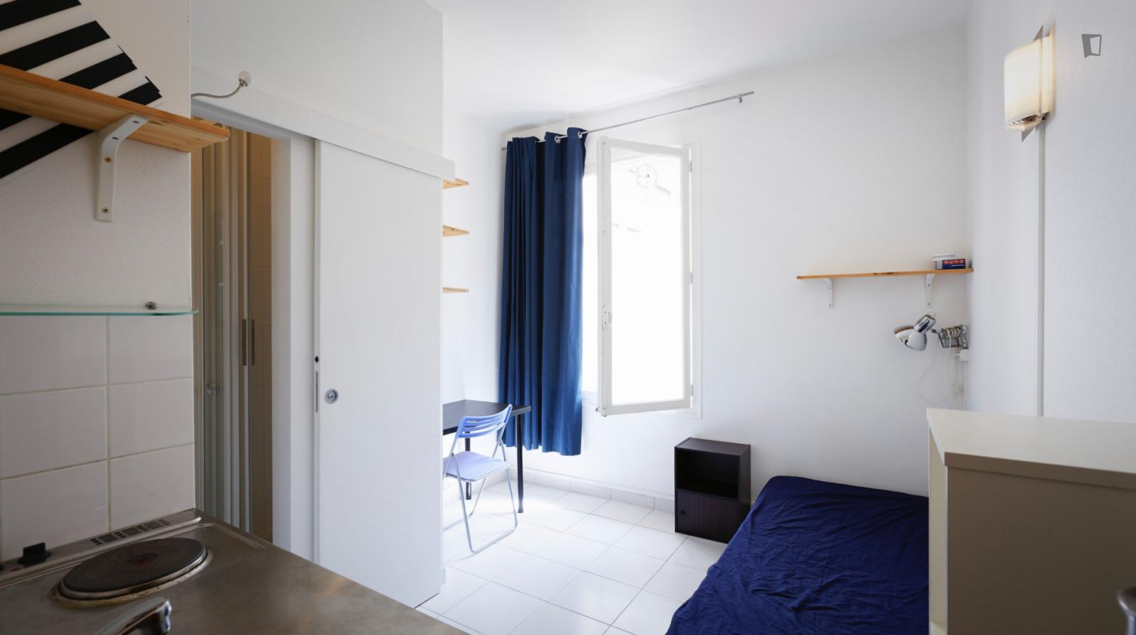 Rue de Rémusat, 16th arrondissement of Paris, FR-75 - 684 EUR/ month