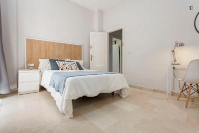 Amazing double bedroom near Plaça de la Mare de Déu