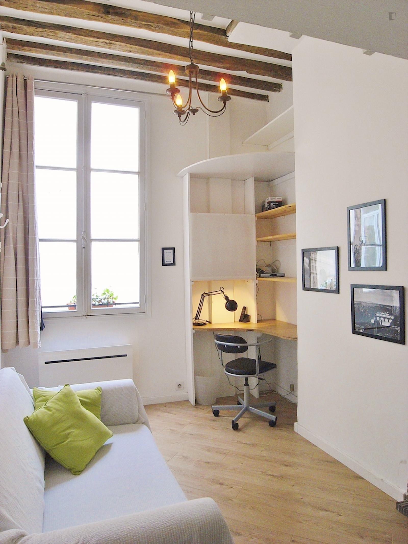Rue le Regrattier, 4th arrondissement of Paris, FR-75 - 1,272 EUR/ month