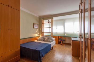Delightful double bedroom in a student flat, in Ciudad univeraitária