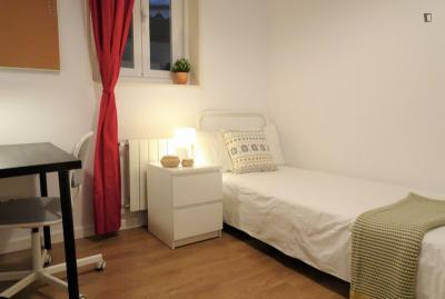 Comfortable single bedroom near Rubén Darío metro station